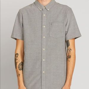 Volcom || Slim Fit Gray Short sleeve Button Down